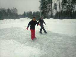 Ice skating - Carme and Ellis-min.jpg