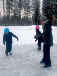 Ice skating - Ellis and grade 2-min.jpg