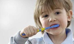 Child-brushing-teeth-594131.jpg