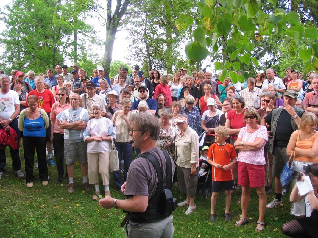 Yleisötilaisuus kartanopuistossa 2010_Merja Hartikainen_Luke.jpg
