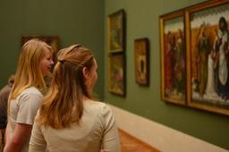 Tiistai 2.12, vanhat maalaukset kiehtoivat opiskelijoita Alte Pinakothek -museossa (kuva Jemina Virtanen).JPG