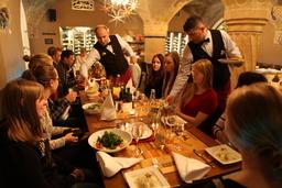 Torstaina 4.12 nautimme herkullisen Viimeisen Aterian Ratskellerissä.JPG