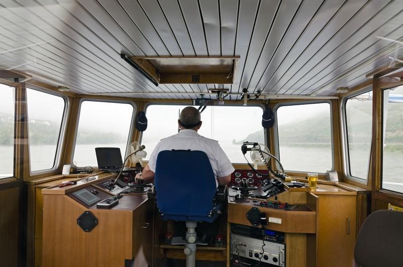 Laivasähköasentaja