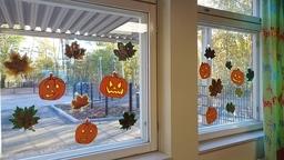 Käpylä Halloween ikkunassa.JPG