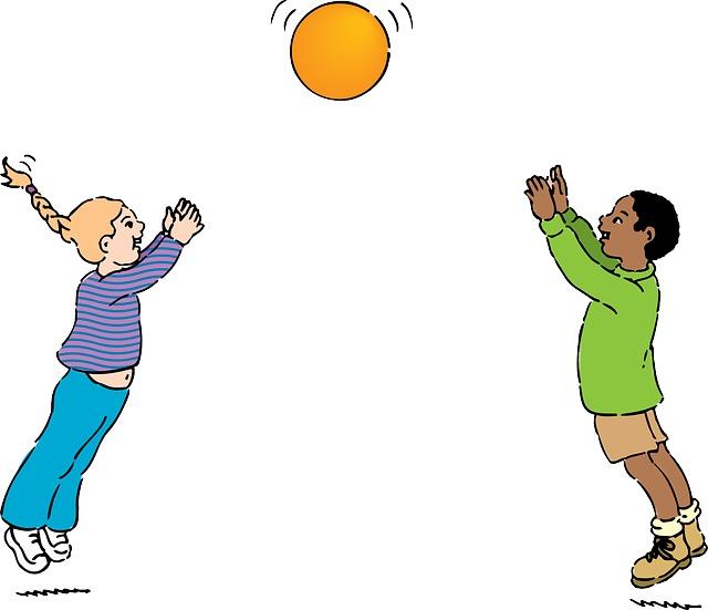 kuva lapset heittää palloa.png