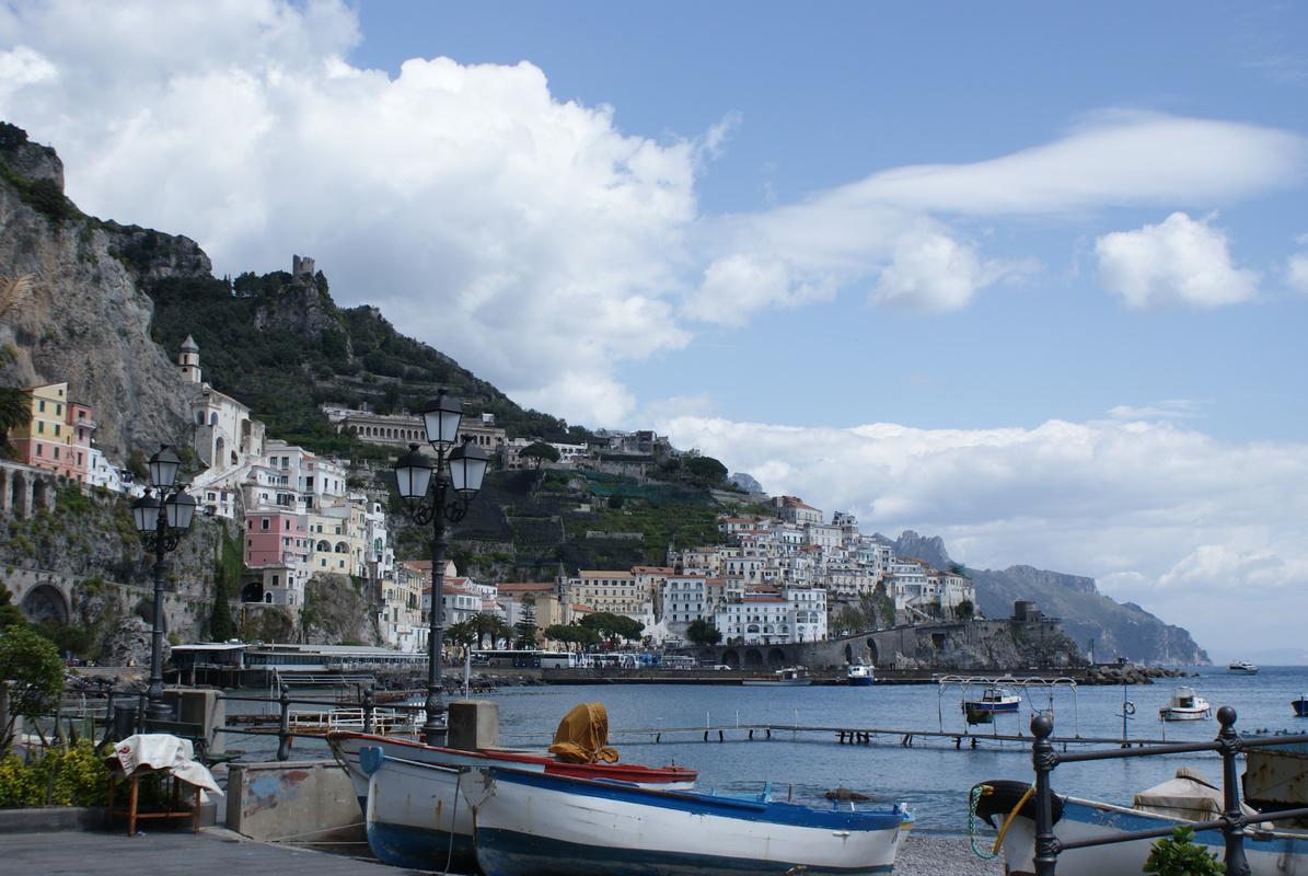 Amalfin kaupunki satamasta 2.JPG