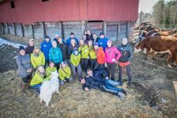 Kanada-Pihtipudas ryhmä karjatilalla.jpg
