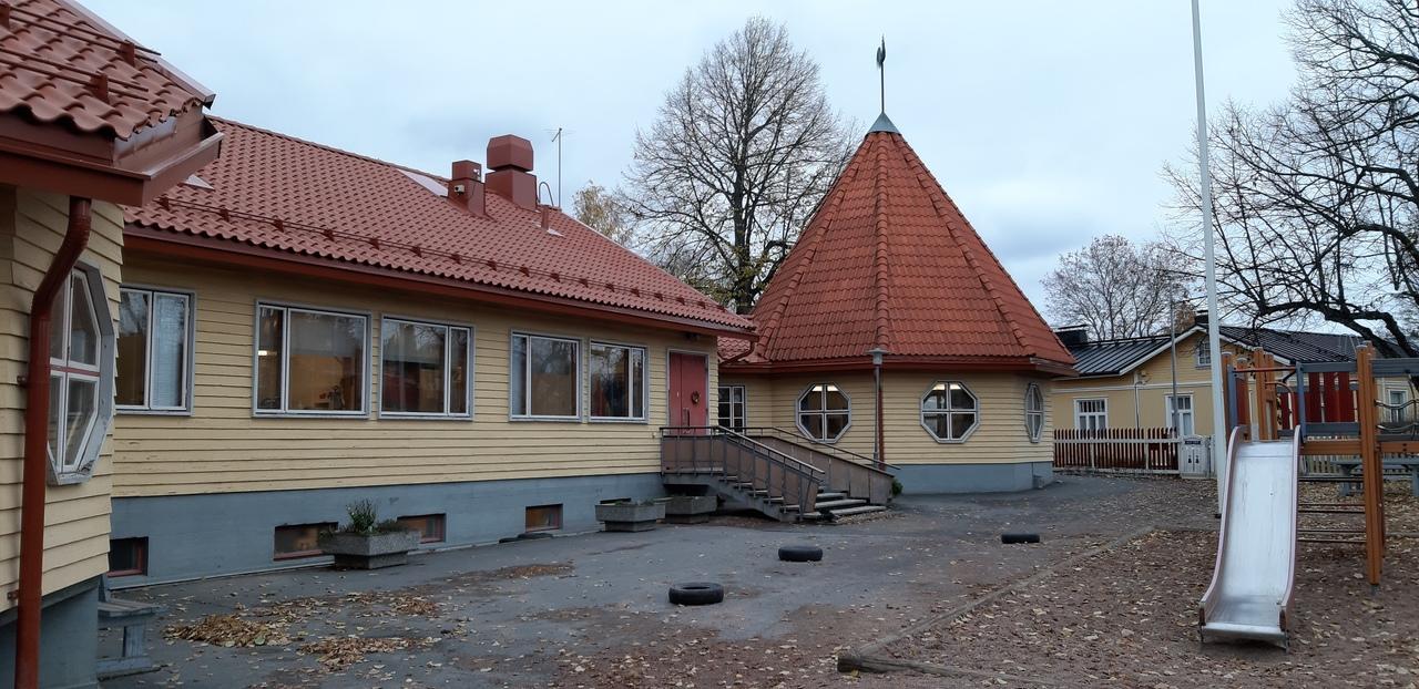 Kuvassa näkyy Nummen päiväkoti, Kukkotalo.