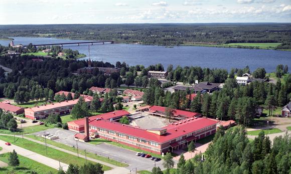 Lapinniemen koulu ylhäältäpäin kuvattuna.
