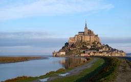 Mont Saint-Michel_shutterstock_108535583.jpg