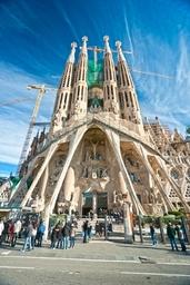barcelona_Kirkko_shutterstock_93238390.jpg