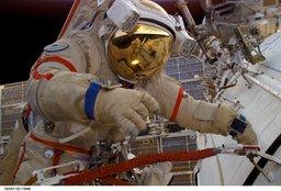 astronautin_kultainen_visiiri.jpg